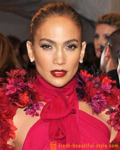 Maquillaje De La Tarde Bajo El Vestido Rojo